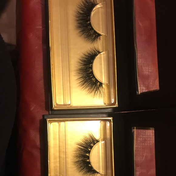 Accessories - Two pairs of mink lashes